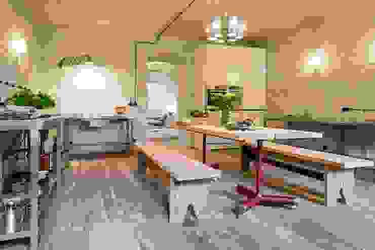 Letnie mieszkanie pod Berlinem od Loft Kolasiński Wiejski Cegły