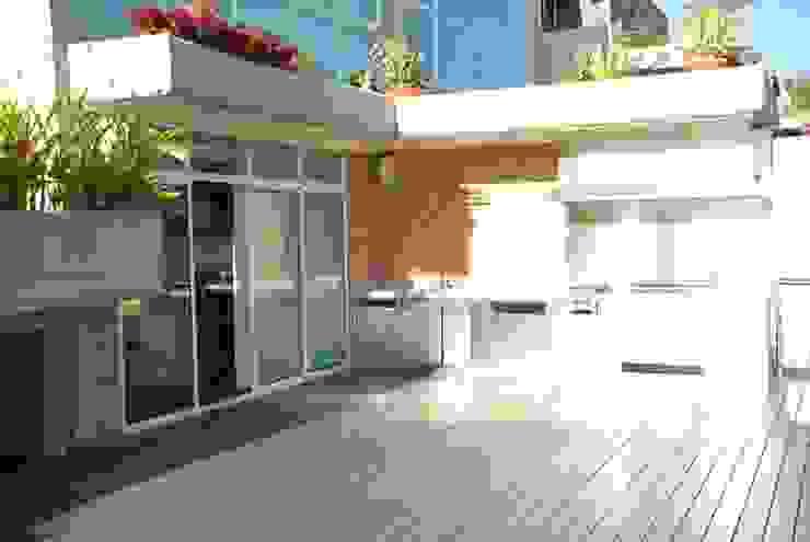 Casa el Hatillo Balcones y terrazas de estilo minimalista de FergoStudio Minimalista
