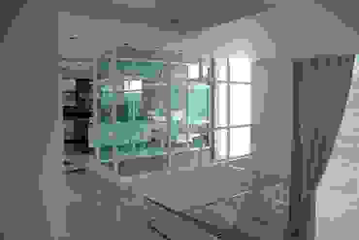Casa el Hatillo Pasillos, vestíbulos y escaleras de estilo minimalista de FergoStudio Minimalista