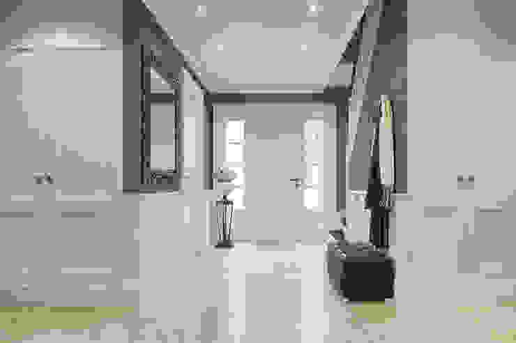House on St.George Hill Pasillos, vestíbulos y escaleras clásicas de EVGENY BELYAEV DESIGN Clásico
