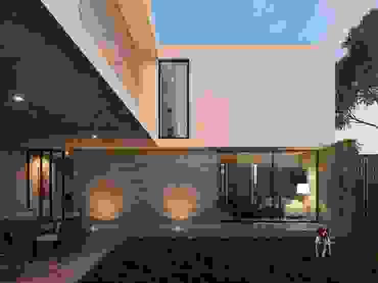 Casa RP Jardines modernos de TNGNT arquitectos Moderno