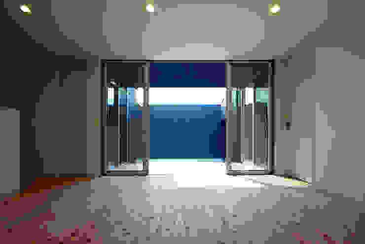 周防大島町の家 モダンデザインの リビング の アトリエ イデ 一級建築士事務所 モダン