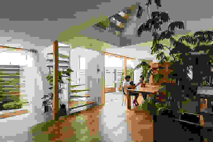 Salas modernas de 藤森大作建築設計事務所 Moderno Madera Acabado en madera