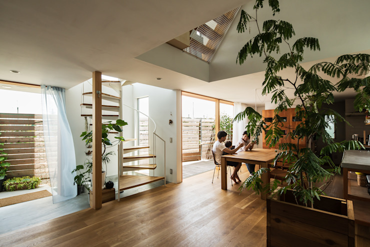 Modern living room by 藤森大作建築設計事務所 Modern Wood Wood effect