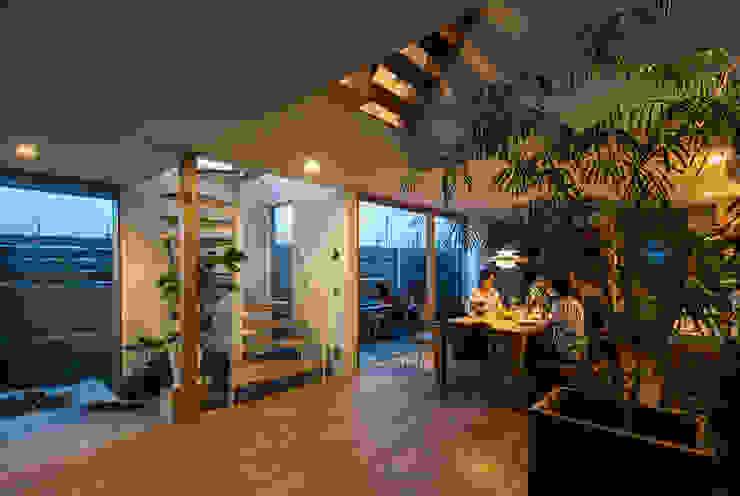 Moderne woonkamers van 藤森大作建築設計事務所 Modern