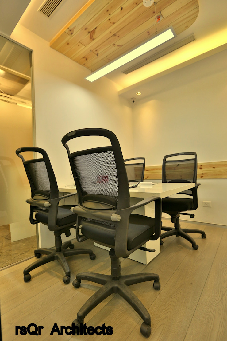 Lares & Penates Office Fitout Gurgaon by RsQr Architects by rsQr Architects Modern