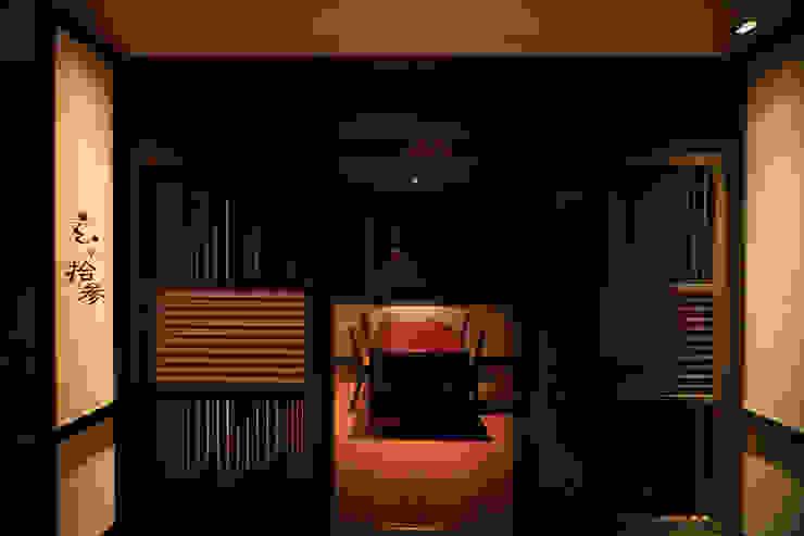 2F食事処・個室 モダンなホテル の 株式会社井上輝美建築事務所+都市開発研究所 aim.design studio モダン