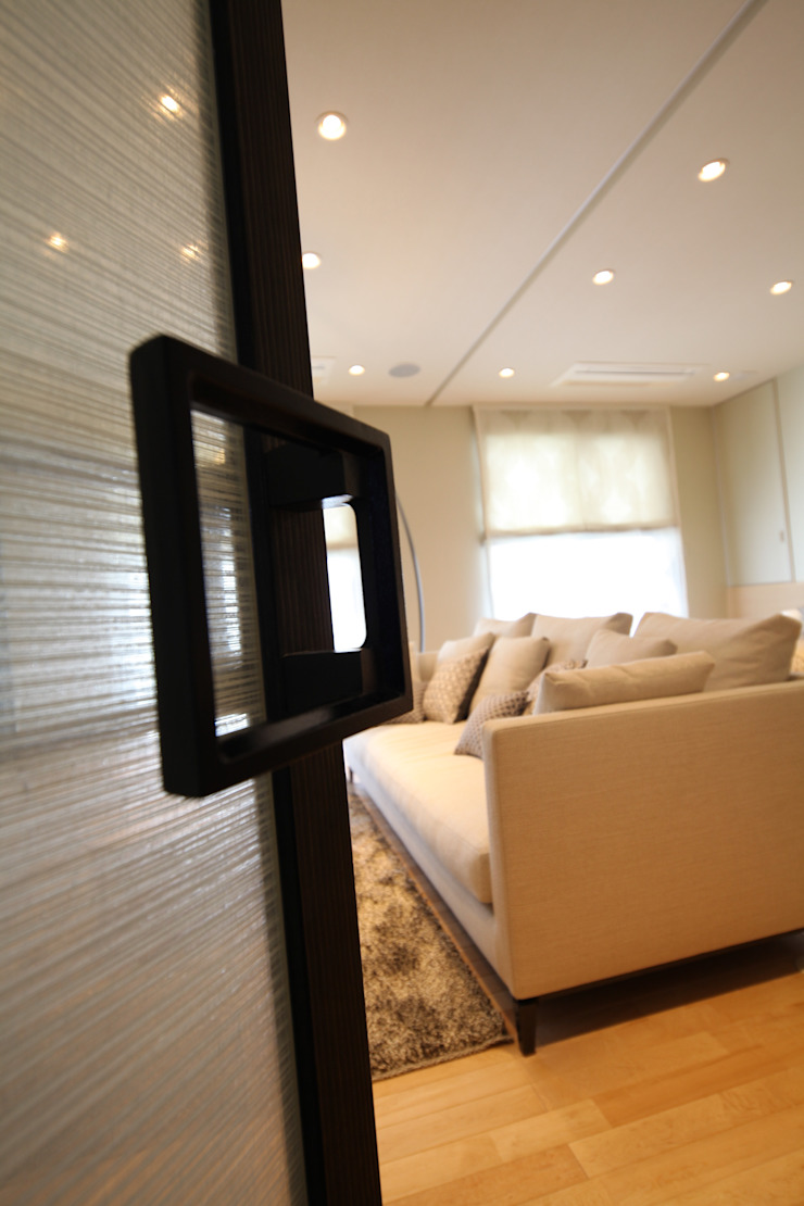 Gest Room 和風デザインの 多目的室 の 株式会社Juju INTERIOR DESIGNS 和風 ガラス