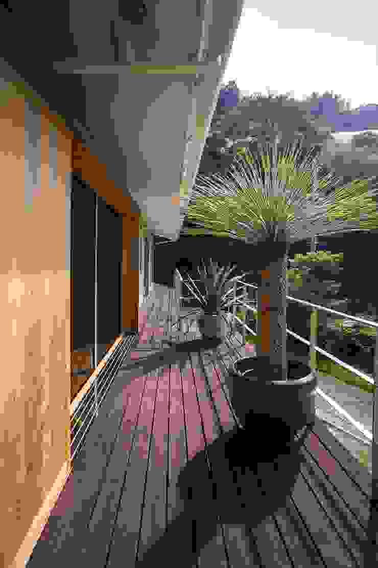 双海町の家: Y.Architectural Designが手掛けた現代のです。,モダン 木 木目調