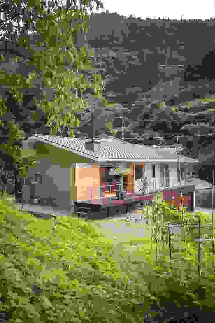 双海町の家: Y.Architectural Designが手掛けたスカンジナビアです。,北欧 木 木目調