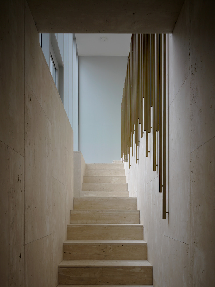 Villa in de duinen, Hoek van Holland Moderne gangen, hallen & trappenhuizen van De Zwarte Hond Modern Steen
