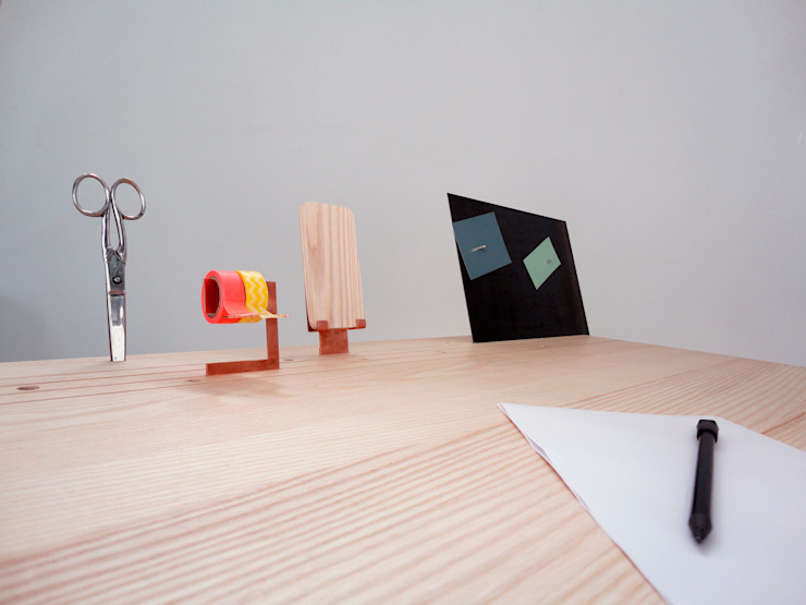 'Back to Basic' - desk Minimalist study/office by Studio Isabel Quiroga Minimalist Solid Wood Multicolored