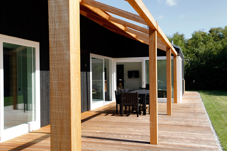 Scandinavian style balcony, porch & terrace by De Zwarte Hond Scandinavian Wood Wood effect
