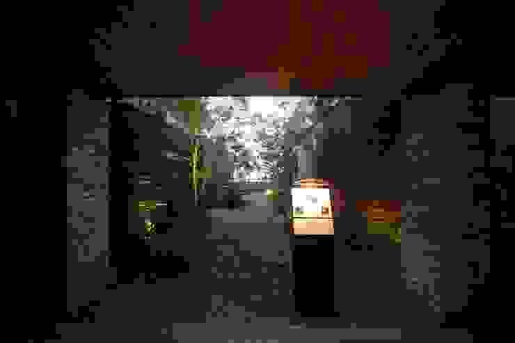 8F屋上庭園 モダンなホテル の 株式会社井上輝美建築事務所+都市開発研究所 aim.design studio モダン