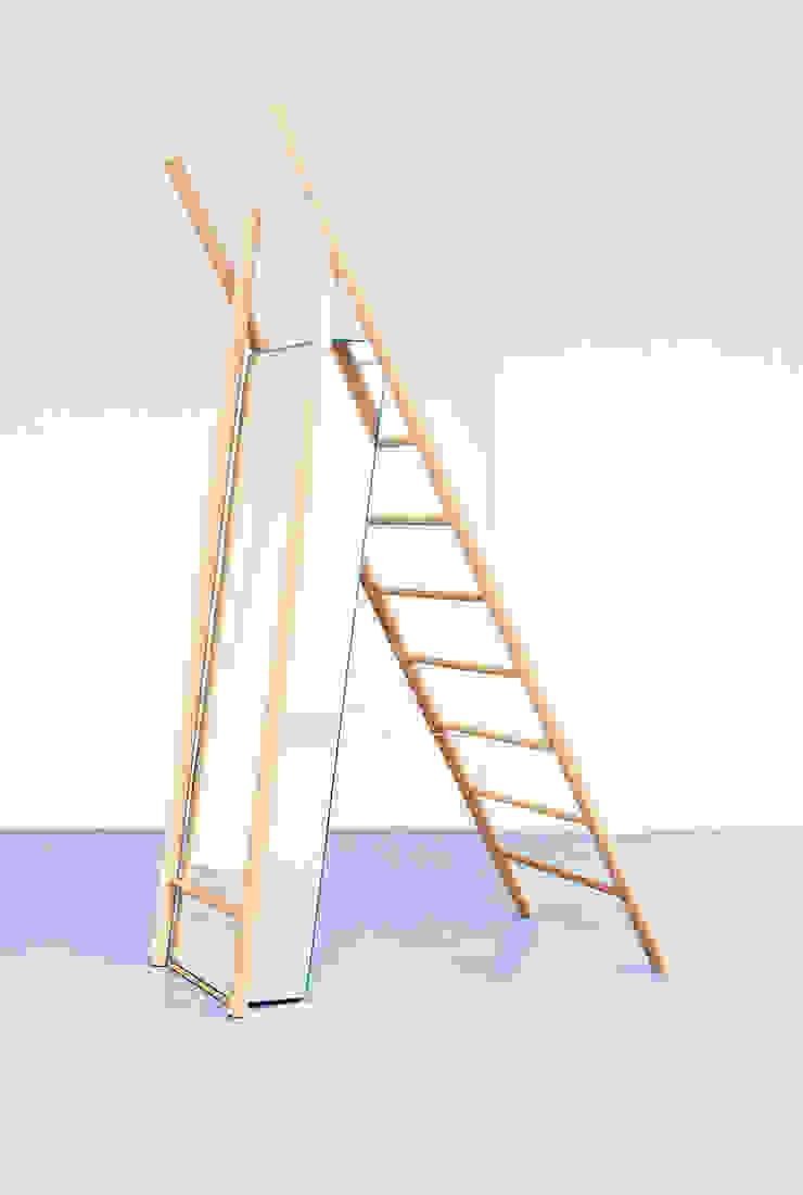 Standing Reflection: modern  door LUCAS & LUCAS, Modern Hout Hout