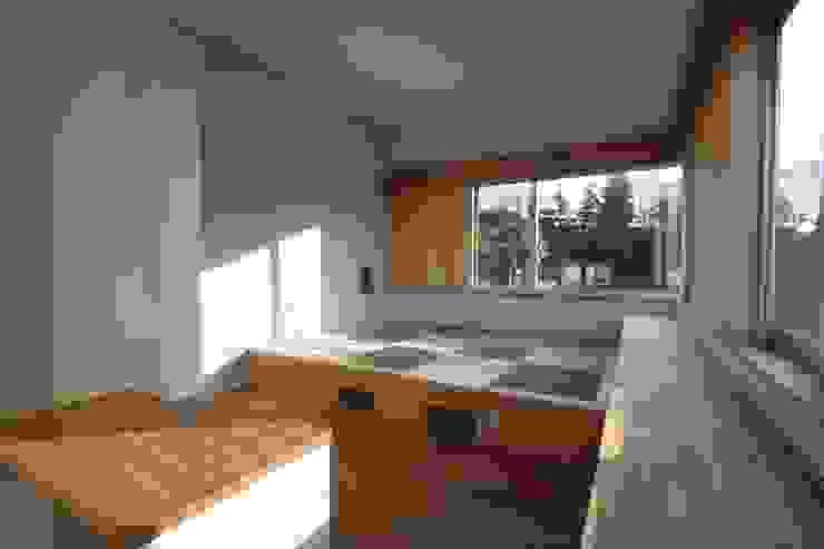 青葉台の家 モダンスタイルの寝室 の shibuya モダン