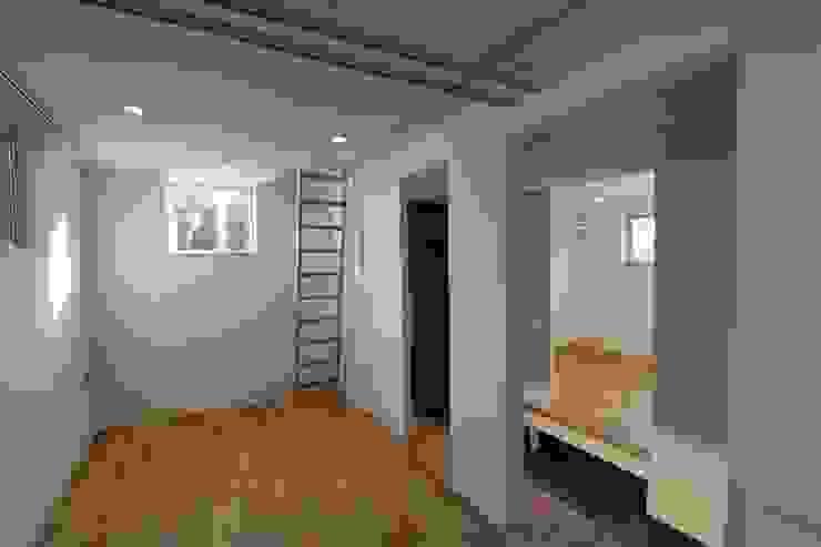 青葉台の家 モダンスタイルの 玄関&廊下&階段 の shibuya モダン