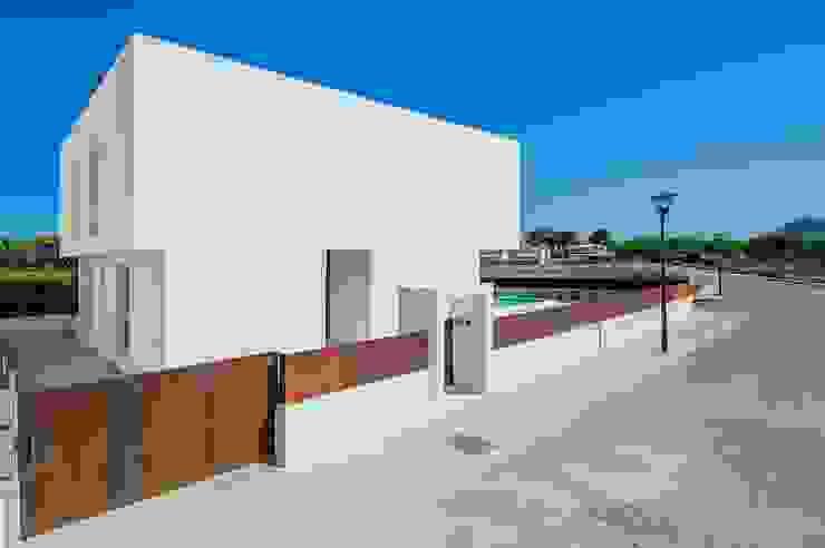 VIVIENDA UNIFAMILIAR EN BARCARÉS Casas de estilo moderno de MARÈS ARQUITECTURA Moderno