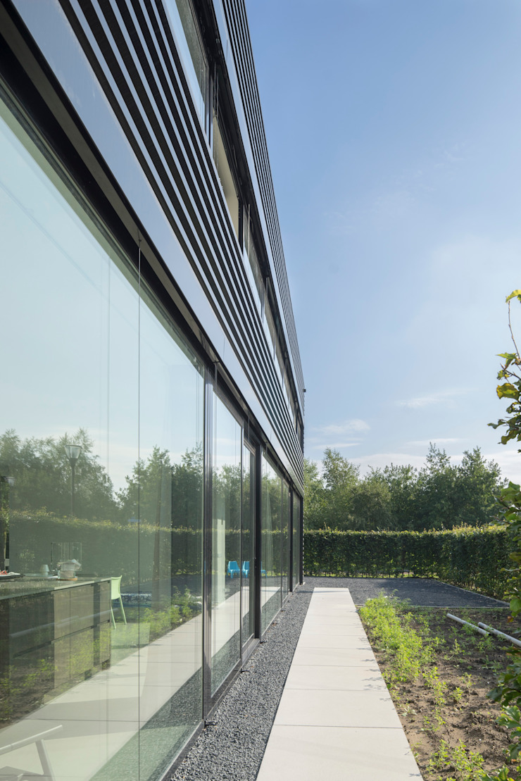 Industrial style houses by JMW architecten Industrial Glass