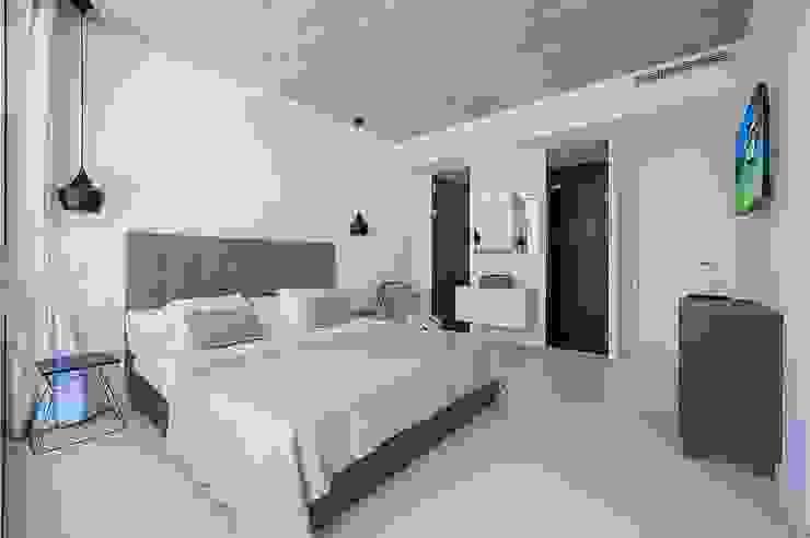 VIVIENDA UNIFAMILIAR EN BARCARÉS Dormitorios de estilo moderno de MARÈS ARQUITECTURA Moderno