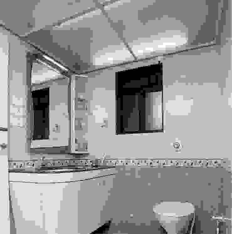 Apartment Modern bathroom by NAMAN INTERIORS - Turnkey Interior Contractors Modern