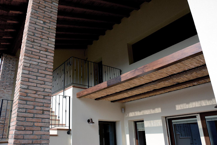 Industrial style balcony, veranda & terrace by NCe Architetto Industrial
