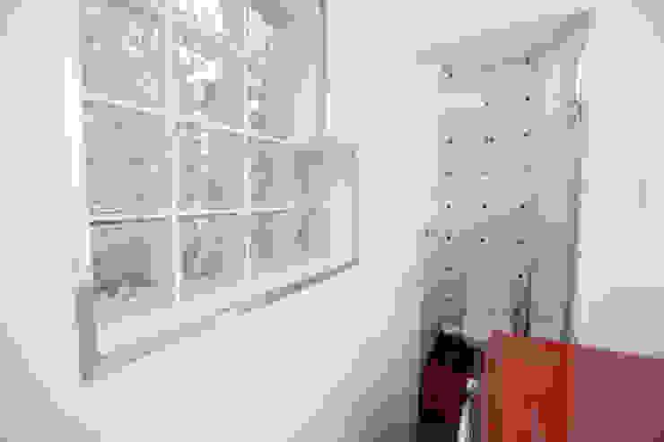Banho Serviço Banheiros modernos por Mágda Braga Interiores Moderno Cerâmica