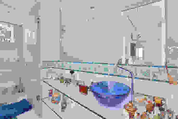 Banho Cobertura Banheiros modernos por Mágda Braga Interiores Moderno Vidro