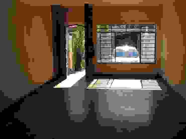 Sala de Estar_Entrada - ANTES por Ornella Lenci Arquitetura