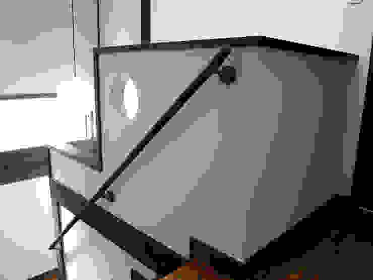 都築の家 クラシカルスタイルの 玄関&廊下&階段 の 設計工房 A・D・FACTORY 一級建築士事務所 クラシック