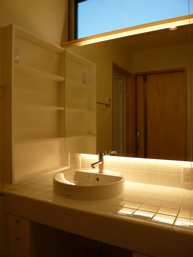 Eclectic style bathrooms by 設計工房 A・D・FACTORY 一級建築士事務所 Eclectic