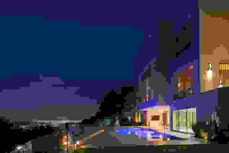 Portico Arquitectura + Construcción Piscinas de estilo moderno