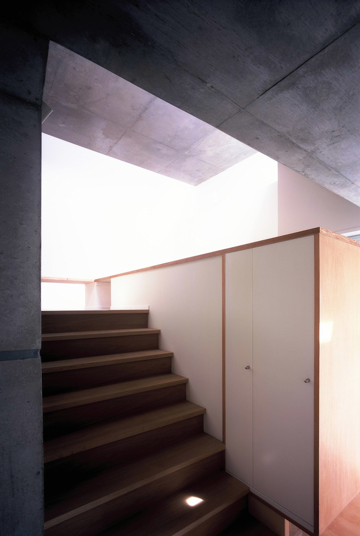 板の家 ミニマルスタイルの 玄関&廊下&階段 の スズケン一級建築士事務所/Suzuken Architectural Design Office ミニマル