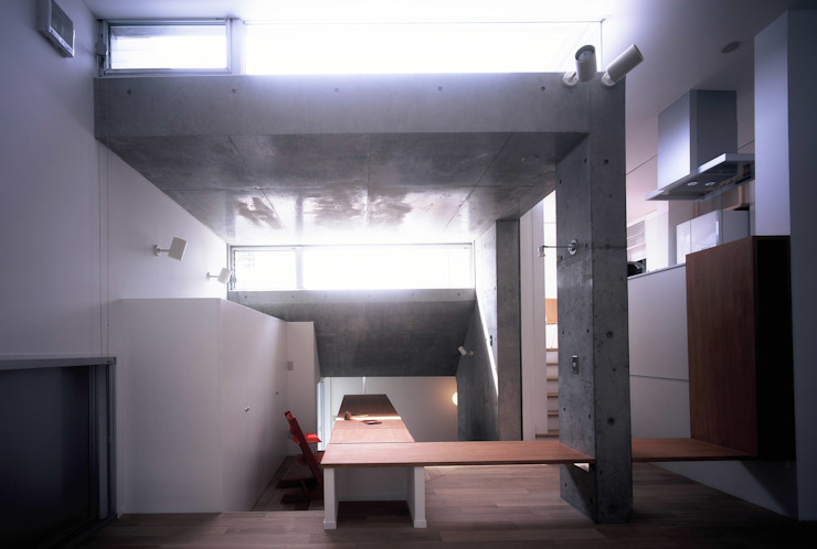 板の家: スズケン一級建築士事務所/Suzuken Architectural Design Officeが手掛けたリビングです。,