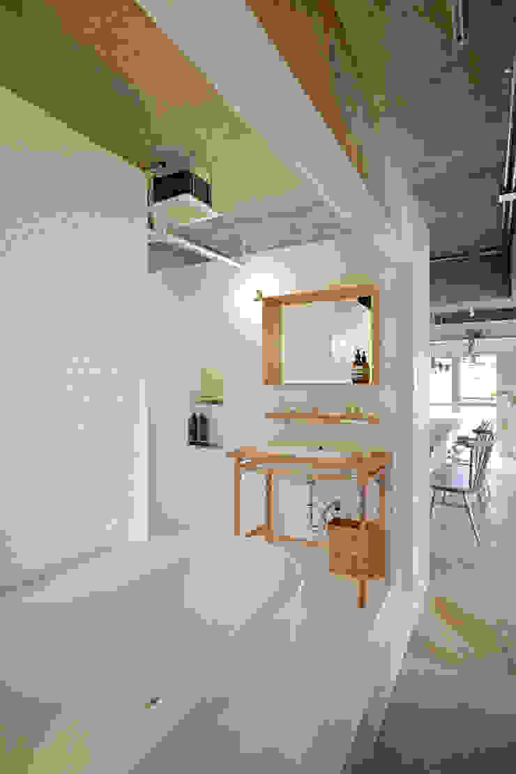 .8 HOUSE インダストリアルスタイルの お風呂 の .8 / TENHACHI インダストリアル