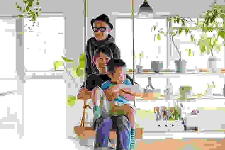 .8 HOUSE インダストリアルデザインの リビング の .8 / TENHACHI インダストリアル