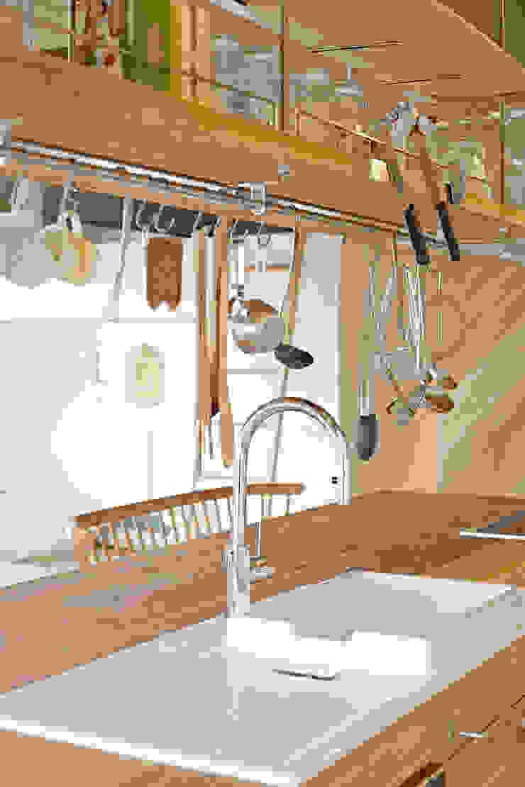 .8 HOUSE インダストリアルデザインの キッチン の .8 / TENHACHI インダストリアル