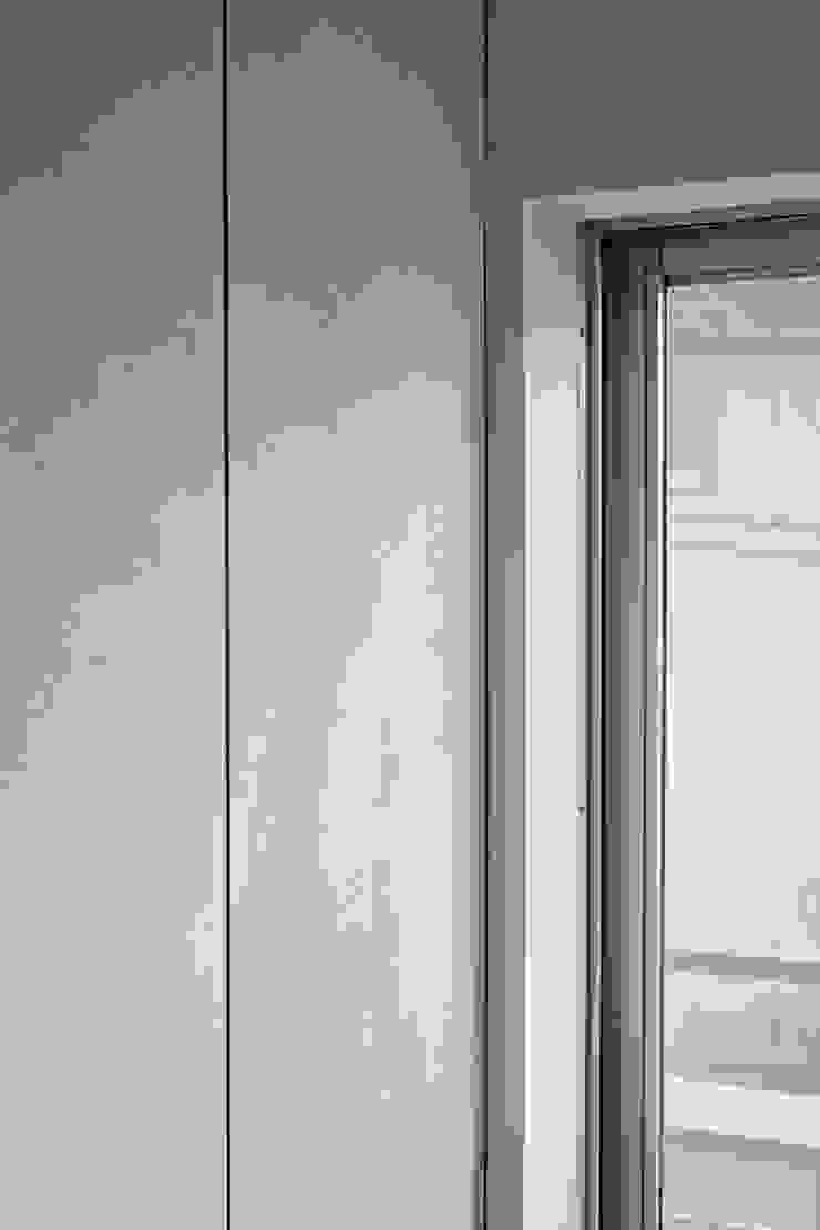 .8 HOUSE インダストリアルな 壁&床 の .8 / TENHACHI インダストリアル