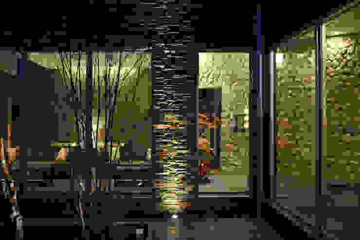 外部からのフロントロビー モダンなホテル の 株式会社井上輝美建築事務所+都市開発研究所 aim.design studio モダン