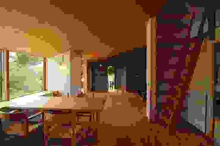 ダイニングからリビング オリジナルデザインの リビング の 加藤武志建築設計室 オリジナル 木 木目調
