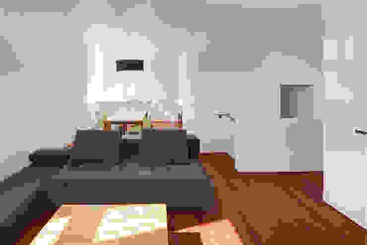 小平市Y邸 モダンデザインの リビング の 一級建築士事務所マルスプランニング合同会社 モダン