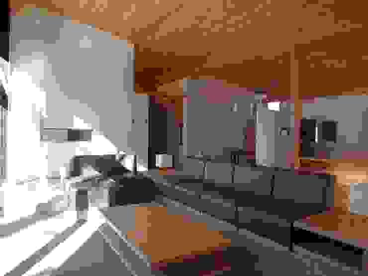 河口湖T庵 オリジナルデザインの リビング の 一級建築士事務所マルスプランニング合同会社 オリジナル