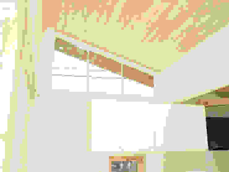 フィンランド材の家 北欧スタイルの 壁&床 の piia_arch 北欧