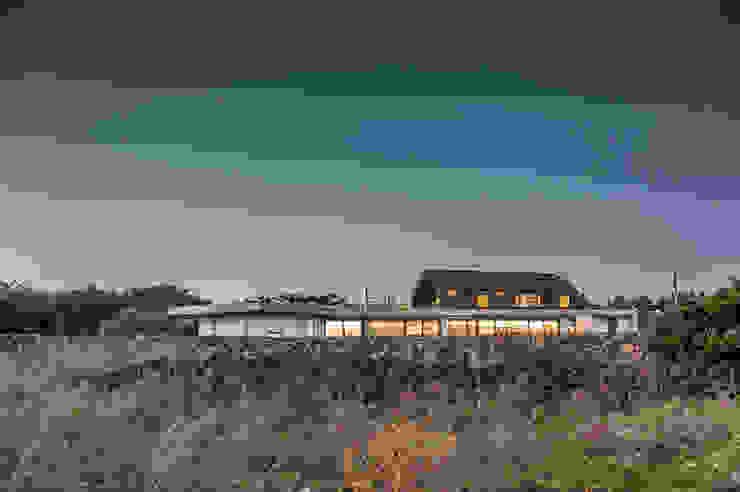 Moderne Häuser von ZeroLimitsArchitects Modern