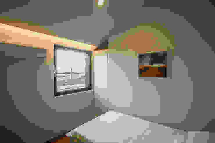 Chambre moderne par ZeroLimitsArchitects Moderne