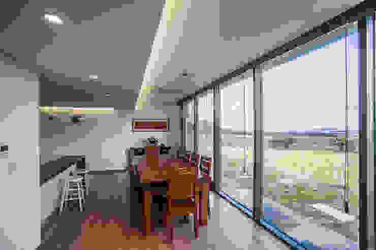 ZeroLimitsArchitects Moderne Wohnzimmer
