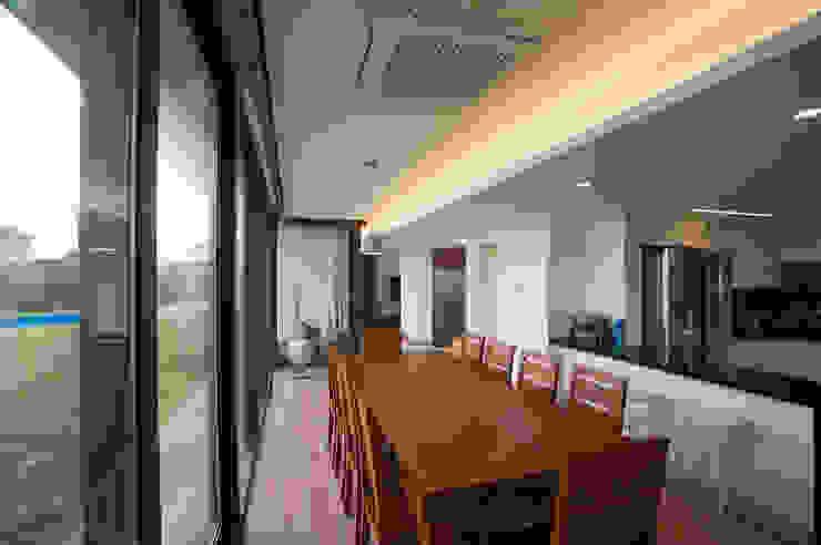 Salas de jantar  por ZeroLimitsArchitects