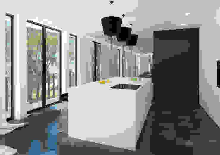 ZR-architects Cocinas de estilo moderno Blanco