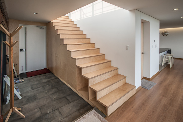 Corredores, halls e escadas modernos por ZeroLimitsArchitects Moderno