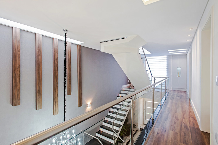 Corridor and hallway by Patrícia Azoni Arquitetura + Arte & Design,